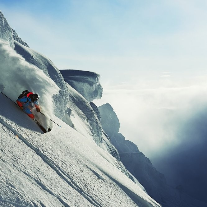 Arctic Elements heliskiing